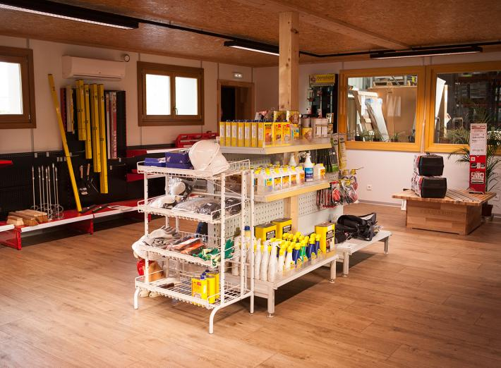 Magasin d'outillage 02